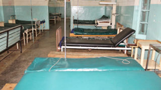 A picture taken on December 8, 2016 shows an empty and unstaffed ward at the Kisumu County Hospital in Kisumu. Kenyan medics and hospitals workers have embarked on a nationwide strike. Unions are demanding a 300-percent pay rise for doctors and 25- to 40-percent pay rise for nurses that they say was agreed in a 2013 collective bargaining agreement, but has yet to be implemented. Several patients have died as a result of lack of care in public hospitals, many of which are completely unstaffed. Kenyans have been directed to private clinics that are unaffordable to the majority of the population.   / AFP PHOTO / James KAYEE