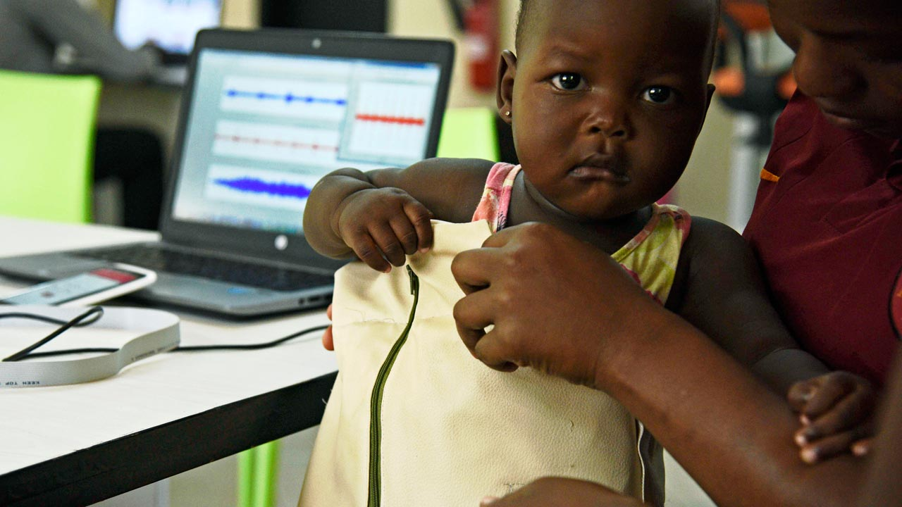 http://www.nigeriatoday.ng/2017/01/ugandans-invent-smart-jacket-to-diagnose-pneumonia/