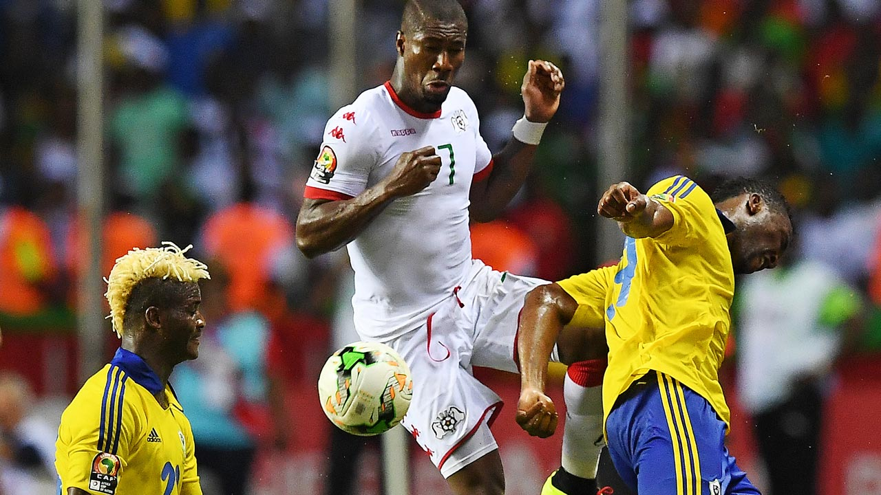 Burkina Faso's midfielder Prejuce Nakoulma (C) challenges Gabon's midfielder Didier Ibrahim Ndong and Gabon's forward Serge Kevyn (R) during the 2017 Africa Cup of Nations group A football match between Gabon and Burkina Faso at the Stade de l'Amitie Sino-Gabonaise in Libreville on January 18, 2017. GABRIEL BOUYS / AFP