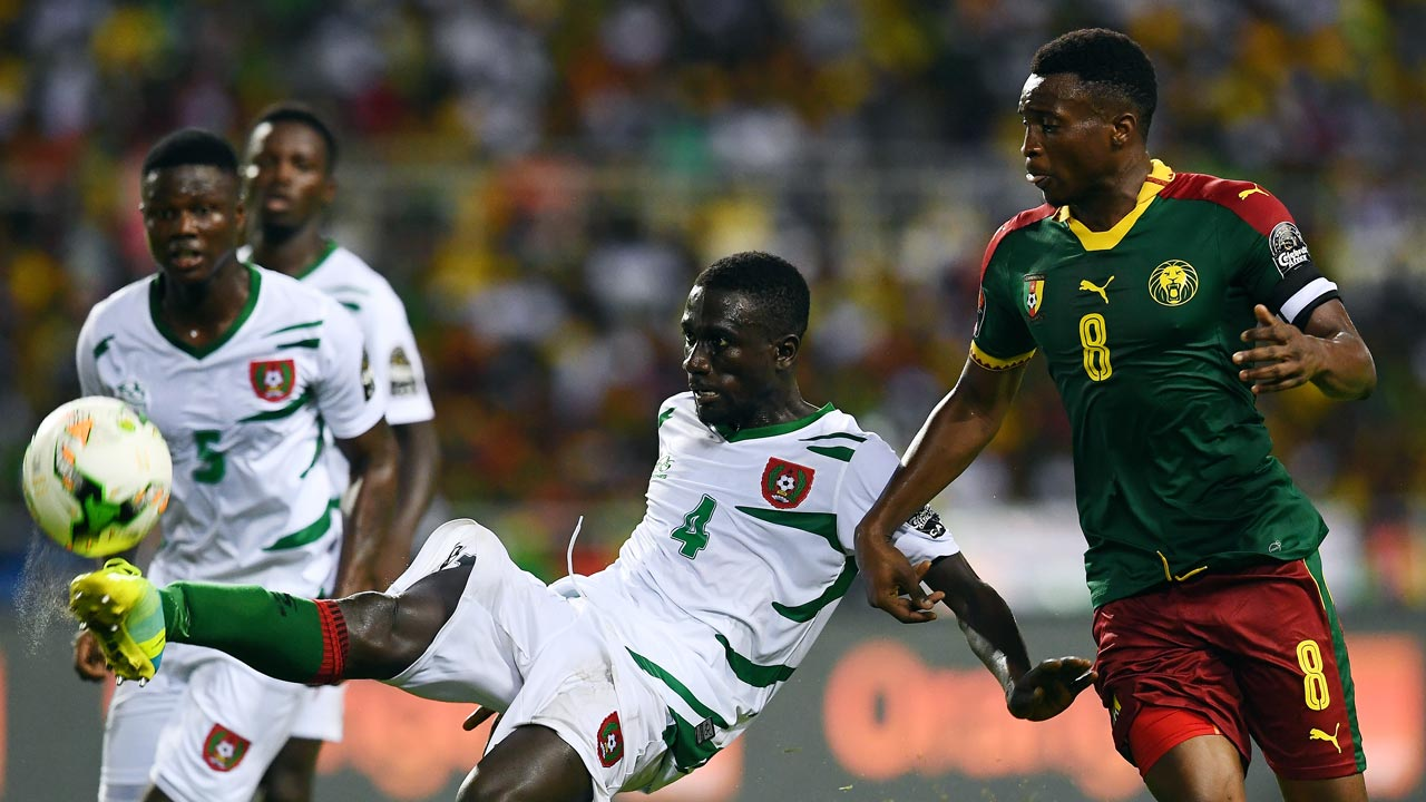 Cameroon's forward Benjamin Moukandjo (R) challenges Guinea-Bissau's defender Tomas Dabo during the 2017 Africa Cup of Nations group A football match between Cameroon and Guinea-Bissau at the Stade de l'Amitie Sino-Gabonaise in Libreville on January 18, 2017.  GABRIEL BOUYS / AFP