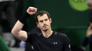 Britain's Andy Murray celebrates upon defeating Czech Republic's Tomas Berdych during their semi-final tennis match at the ATP Qatar Open in Doha on January 6, 2017. Murray swept aside Tomas Berdych in a straightforward fashion 6-3, 6-3 to secure a 28th consecutive victory, a record which stretches back to September last year. / AFP PHOTO / KARIM JAAFAR