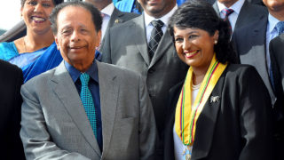 new President of Mauritius Ameenah Gurib-Fakim (R) shaking hands with Mauritius' Prime Minister Anerood Jugnauth (L) as they pose with the cabinet during her swearing in ceremony at the State House, the president's official residence, in Reduit, south of Port Louis.  Mauritian Prime Minister Sir Anerood Jugnauth handed over power to his son Pravind on January 23, 2017 despite anger from the opposition which has called for new elections in the island nation. Jugnauth, 86, officially handed his resignation to President Ameenah Gurib Fakim -- whose role is ceremonial -- after long hinting he would step down before his term expires in 2019. / AFP PHOTO / NICOLAS LARCHE
