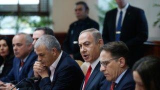 Israeli Prime Minister Benjamin Netanyahu (3rd R) attends the weekly cabinet meeting in Jerusalem on January 22, 2017.  RONEN ZVULUN / POOL / AFP