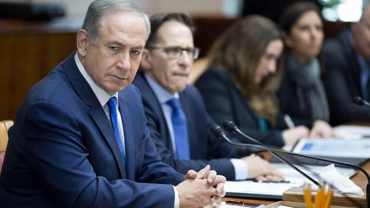 Israeli Prime Minister Benjamin Netanyahu attends the weekly cabinet meeting at his office in Jerusalem, January 8, 2017 . ABIR SULTAN / POOL / AFP