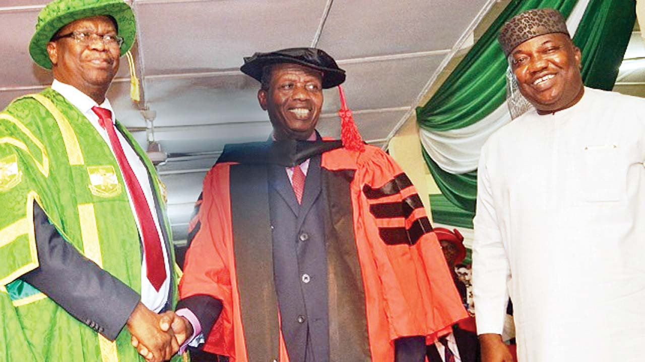 Vice Chancellor of the University of Nigeria, Nsukka (UNN), Prof. Benjamin Ozumba (left); Honorary Doctorate Awardee and General Overseer of the Redeemed Christian Church of God, Worldwide, Pastor Enoch Adeboye and Enugu State Governor Ifeanyi Ugwuanyi during the convocation of the university in Nsukka at the weekend. PHOTO: NAN