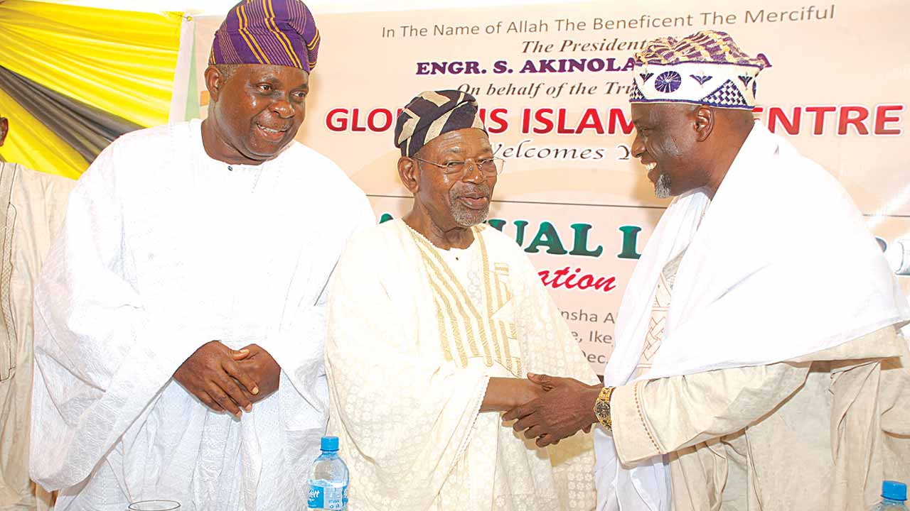 The Guest Lecturer at the Glorious Islamic Centre (GIC), yearly lecture, Prof. M. Abdul Rahmon Oloyede (right); President GIC, Engr. Akin Laguda; and the Chairman of the occasion, Alhaji Abdul Wahab Onakoya at the event in Lagos.