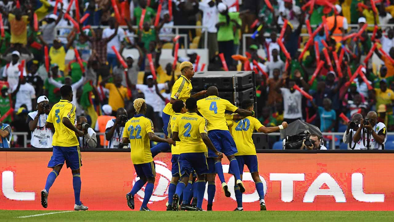 Gabon's players celebrate a goal during the 2017 Africa Cup of Nations group A football match between Gabon and Guinea-Bissau at the Stade de l'Amitie Sino-Gabonaise in Libreville on January 14, 2017.  GABRIEL BOUYS / AFP