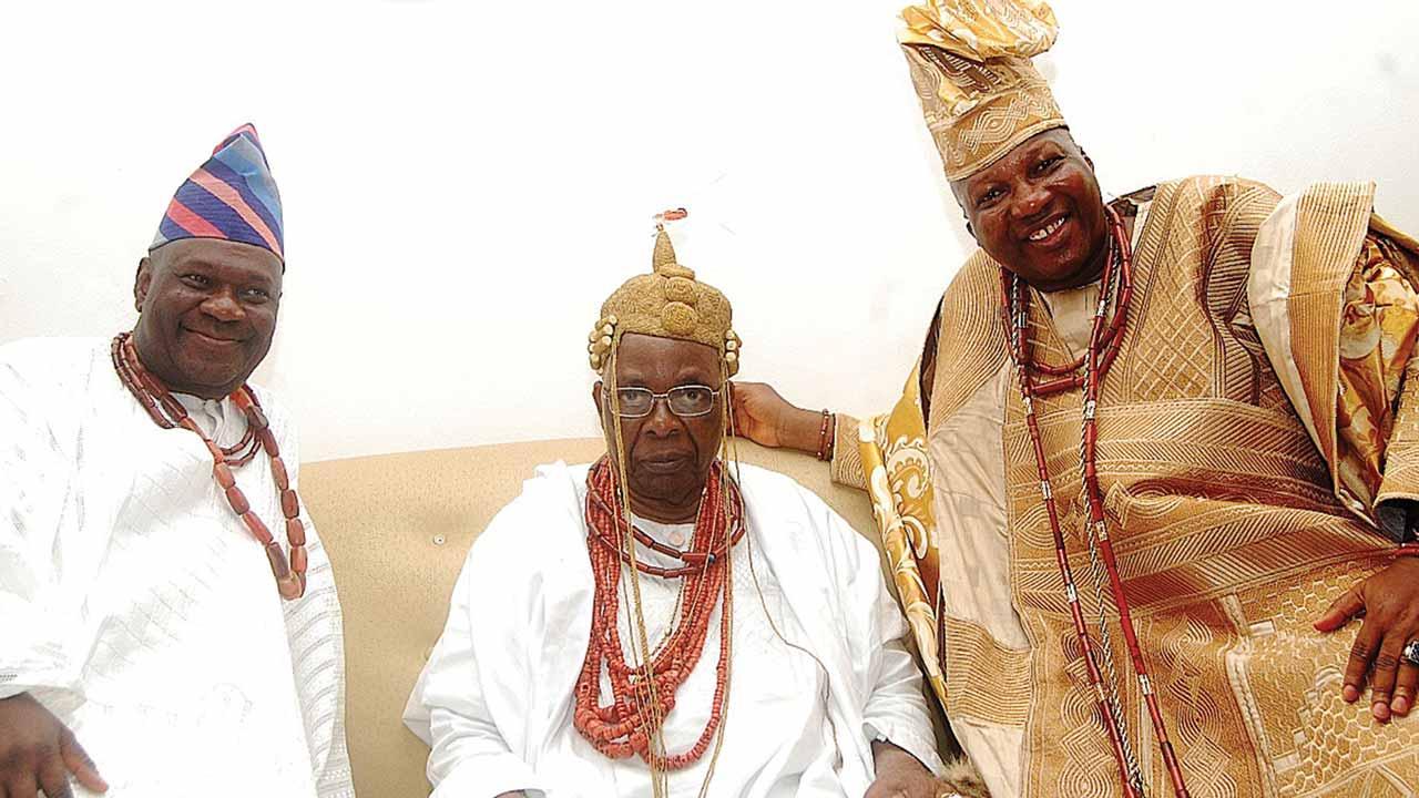 Olumobi of Imobi Ijesa, Oba Adetayo Haastrup(left); Owa Obokun of Ijesaland, Oba Adekunle Aromolaran and Asiwaju of Ilesa, Chief Yinka Fasuyi at 2016 Iwude Ijesa, Osun State.