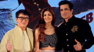 "Hong Kong action movie star Jackie Chan (L) and Indian Bollywood actors Sonu Sood and Shilpa Shetty (C) attend a promotional event for the upcoming film ""Kung Fu Yoga"" in Mumbai on January 23, 2017. / AFP PHOTO / -"