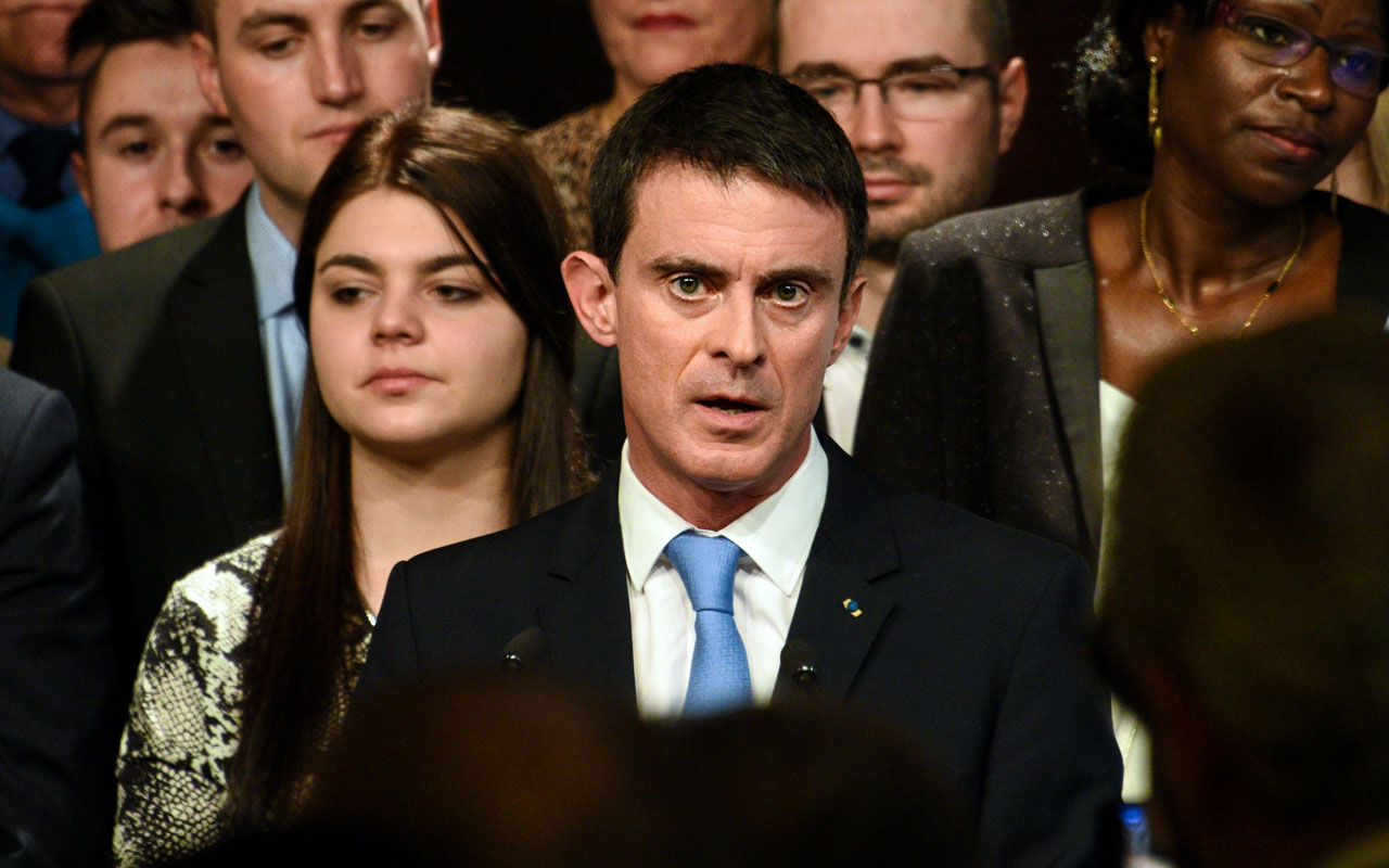 Former French Prime Minister and candidate for the left-wing primaries ahead of the France's 2017 presidential elections Manuel Valls, delivers a speech during a public meeting on January 8, 2017 in Lievin. / AFP PHOTO / DENIS CHARLET