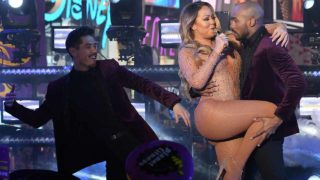 Mariah Carey performs during New Year's Eve celebrations in Times Square on December 31, 2016 in New York.  ANGELA WEISS / AFP