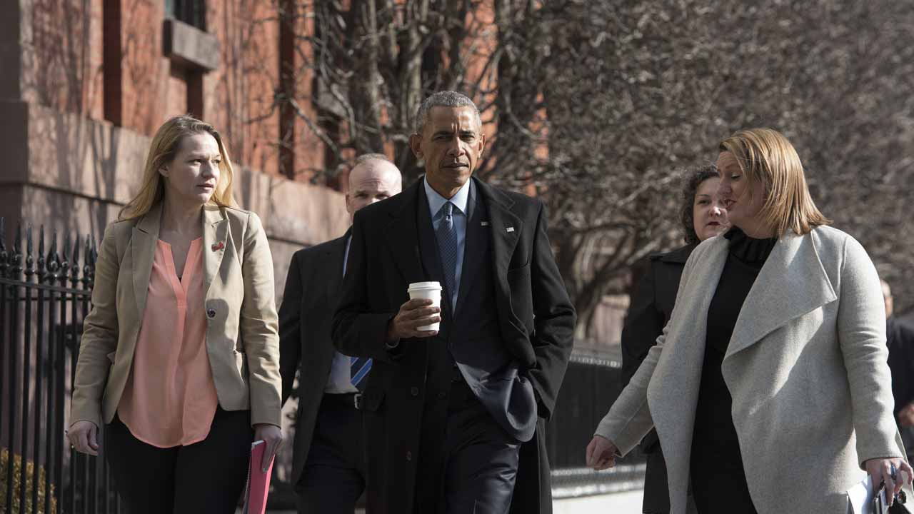 US President Barack Obama walks across Pennsylvania Avenue from the White House to Blair House for an interview with Vox's Ezra Klein and Sarah Kliff on January 6, 2017 in Washington, DC. MANDEL NGAN / AFP