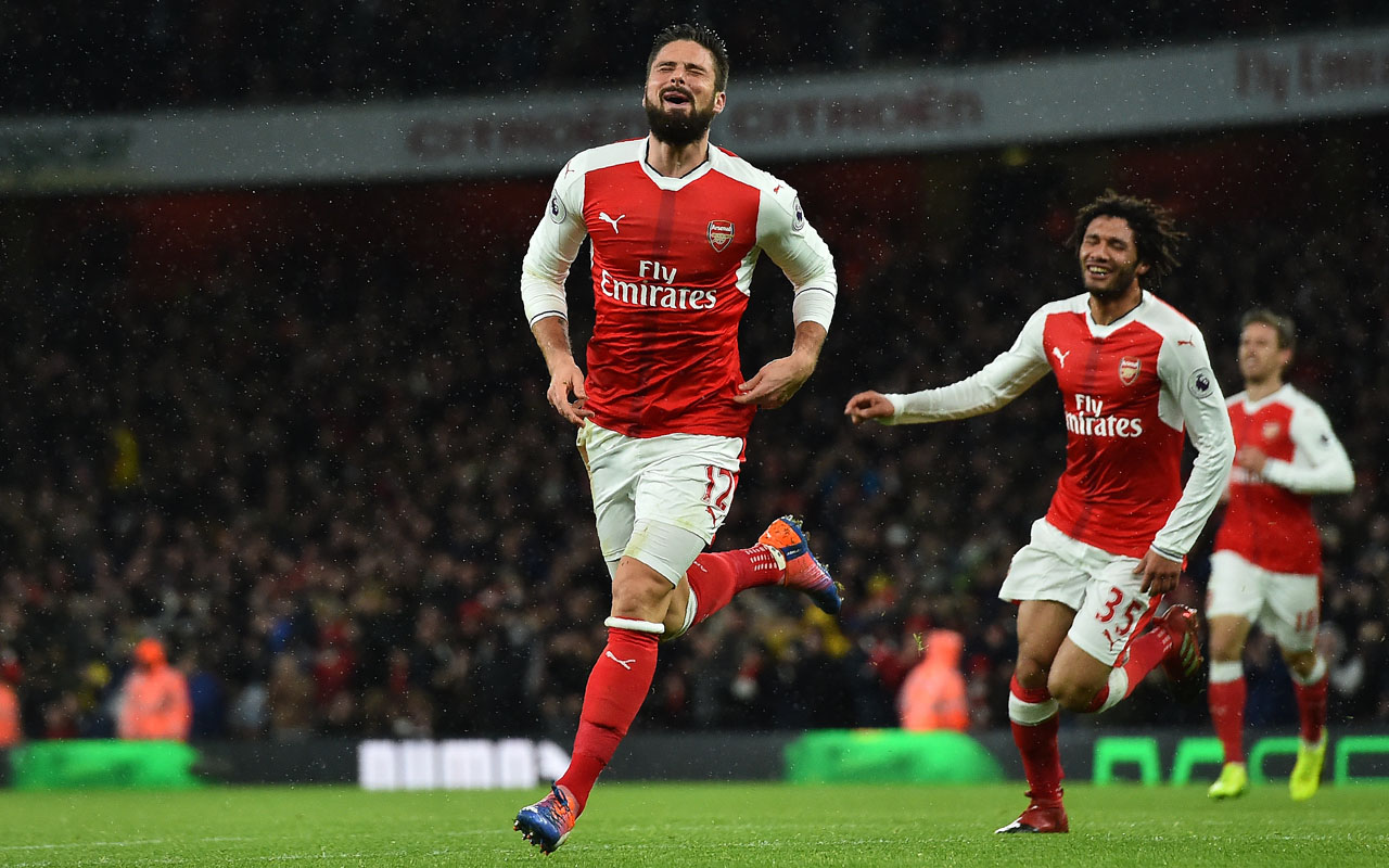 Arsenal's French striker Olivier Giroud celebrates scoring his team's first goal during the English Premier League football match between Arsenal and Crystal Palace at the Emirates Stadium in London on January 1, 2017. / AFP PHOTO / Glyn KIRK /