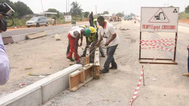 To curb delay in executing contracts by building and civil engineering firms, Delta State government has given marching order to contractors handling road projects to return to sites to avert serious sanction.