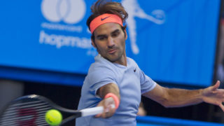 Roger Federer of Switzerland hits a return against Alexander Zverev of Germany during their eighth session men's singles match on day four of the Hopman Cup tennis tournament in Perth on January 4, 2017.   / AFP PHOTO / TONY ASHBY /
