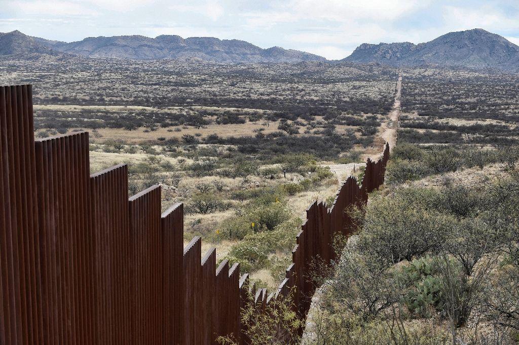 press trump border wall