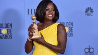 BEVERLY HILLS, CA - JANUARY 08: Actress Viola Davis, winner of the Best Performance by an Actress in a Supporting Role in Any Motion Picture for 'Fences', poses in the press room during the 74th Annual Golden Globe Awards at The Beverly Hilton Hotel on January 8, 2017 in Beverly Hills, California. Alberto E. Rodriguez/Getty Images/AFP  Alberto E. Rodriguez / GETTY IMAGES NORTH AMERICA / AFP
