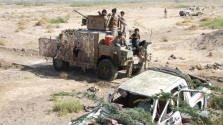Fighters loyal to the Saudi-backed Yemeni president hold a position during a military operation against Shiite Huthi rebels and their allies in the coastal district of Dhubab on January 7, 2017. Yemeni government forces attacked rebel positions on the Red Sea coast on sparking clashes in which six soldiers and 11 rebels were killed, a loyalist commander said. SALEH AL-OBEIDI / AFP