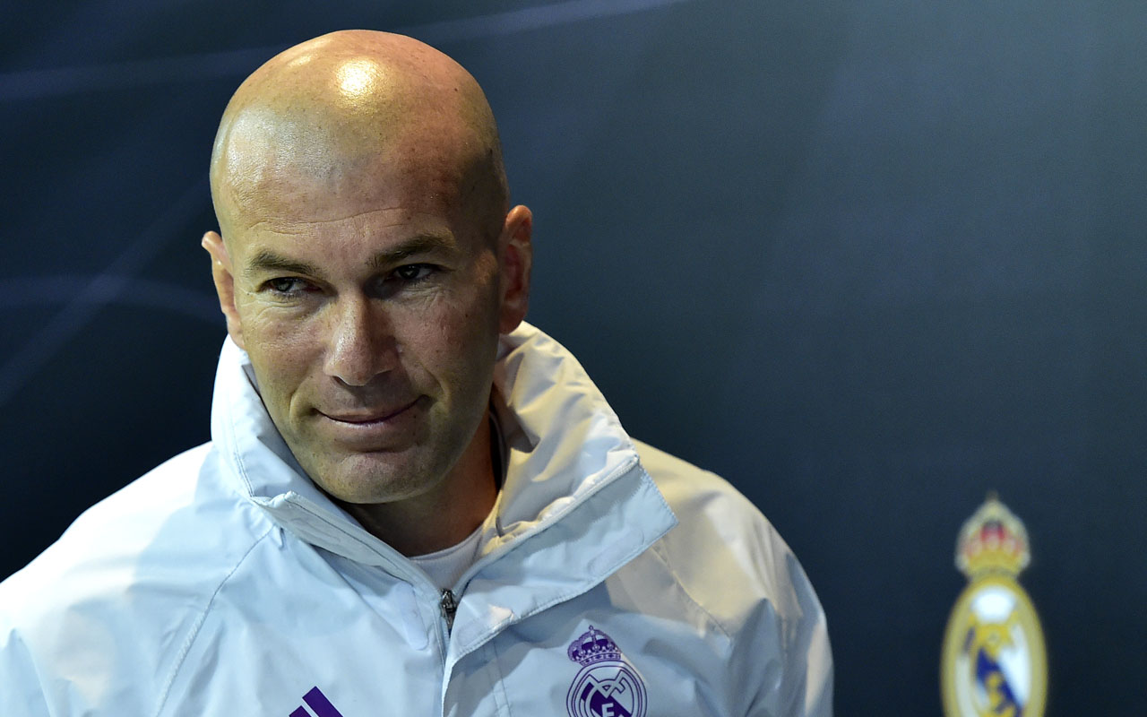 Real Madrid's French coach Zinedine Zidane leaves after giving a press conference at Valdebebas Sport City in Madrid on January 3, 2017, on the eve of the Spanish Copa del Rey (King's Cup) match Real Madrid CF vs Sevilla FC. / AFP PHOTO / GERARD JULIEN