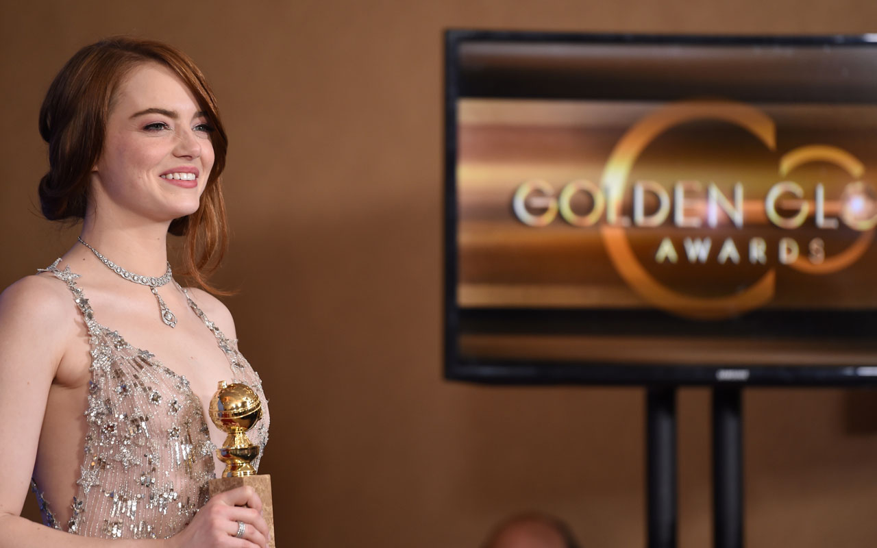 "Emma Stone poses with her award for best actress in a musical or comedy for her role in ""La La Land"" in the press room during the 74th Annual Golden Globe Awards at The Beverly Hilton Hotel on January 8, 2017 in Beverly Hills, California.  / AFP PHOTO / ROBYN BECK"