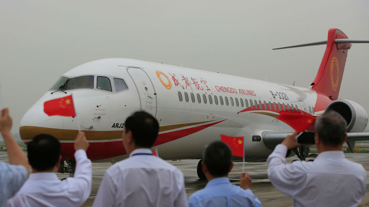 Made-in-China large passenger plane targets debut this year
