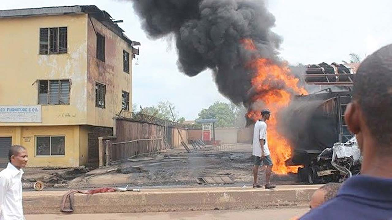 Fire razes 13 buildings, 15 vehicles, other valuables in Onitsha