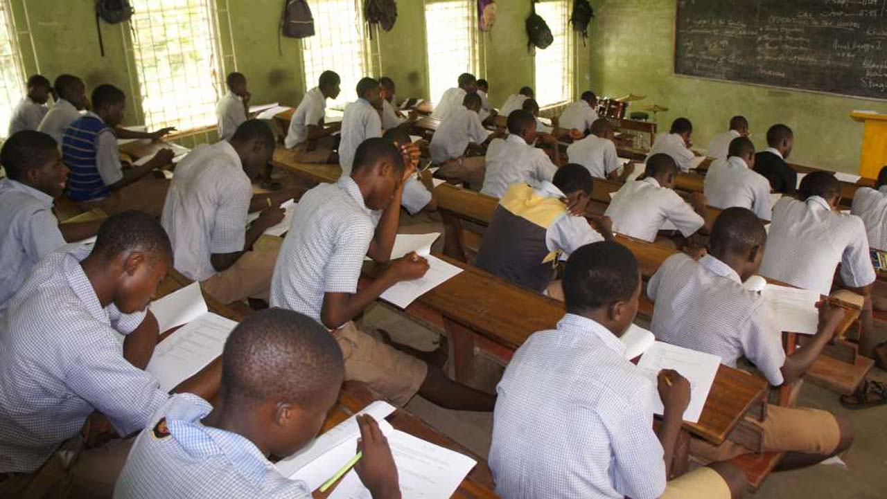 students-in-a-classroom-in-a-nigerian-school