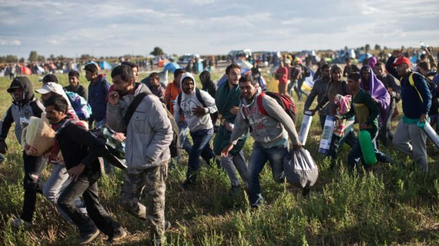 Hundreds of migrants enter Spain from Morocco