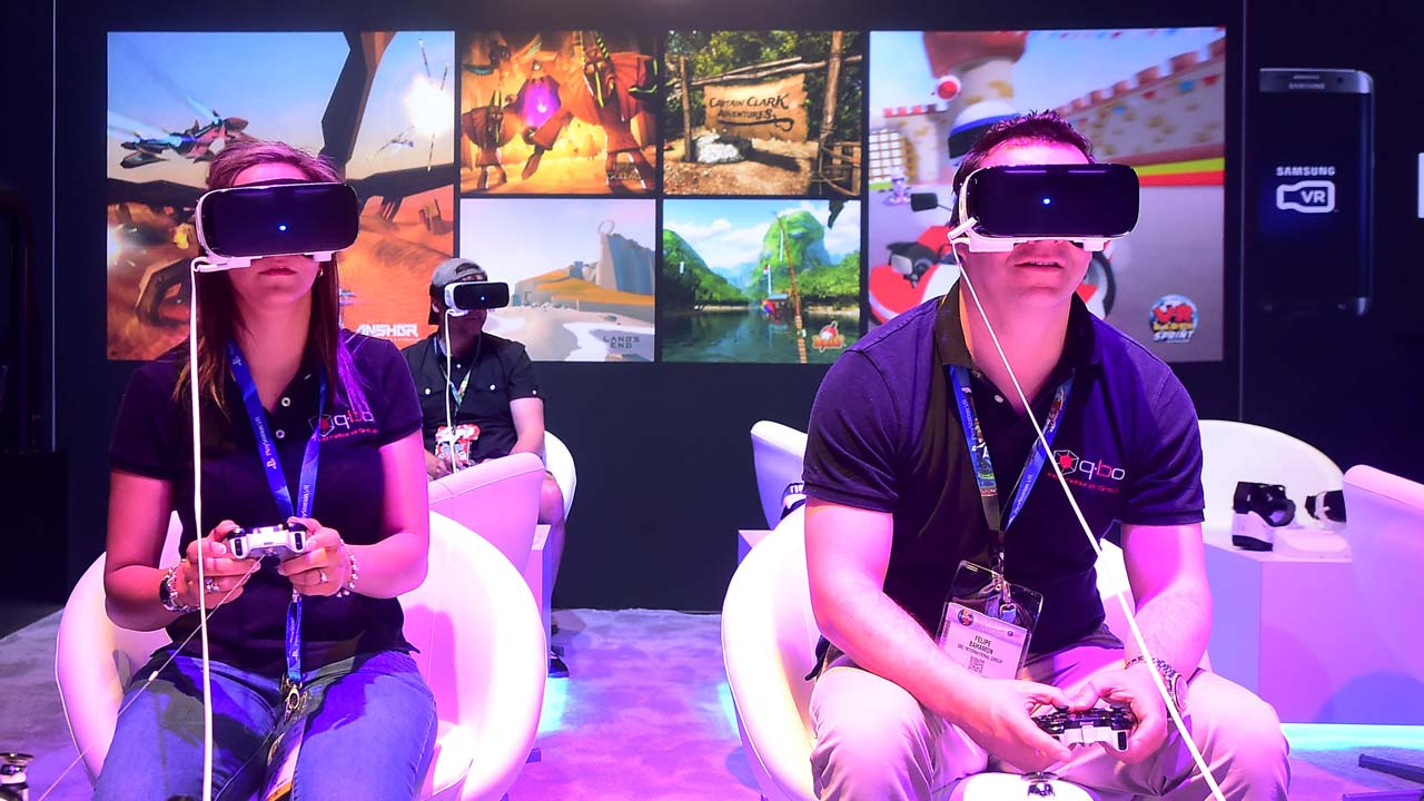 (FILES) This file photo taken on June 16, 2016 shows gaming fans sample Samsung's Gear VR powered by Oculus at the Los Angeles Convention Center in Los Angeles, California. A US jury on February 1, 2017 ordered Facebook and creators of its Oculus Rift to pay USD 500 million to gaming software firm ZeniMax in a lawsuit which claimed the virtual reality technology was stolen. FREDERIC J. BROWN / AFP
