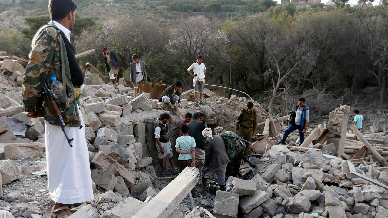 Yemenis search under the rubble of damaged houses following reported Saudi-led coalition air strikes on the outskirts of the Yemeni capital Sanaa on February 1, 2017. Mohammed HUWAIS / AFP