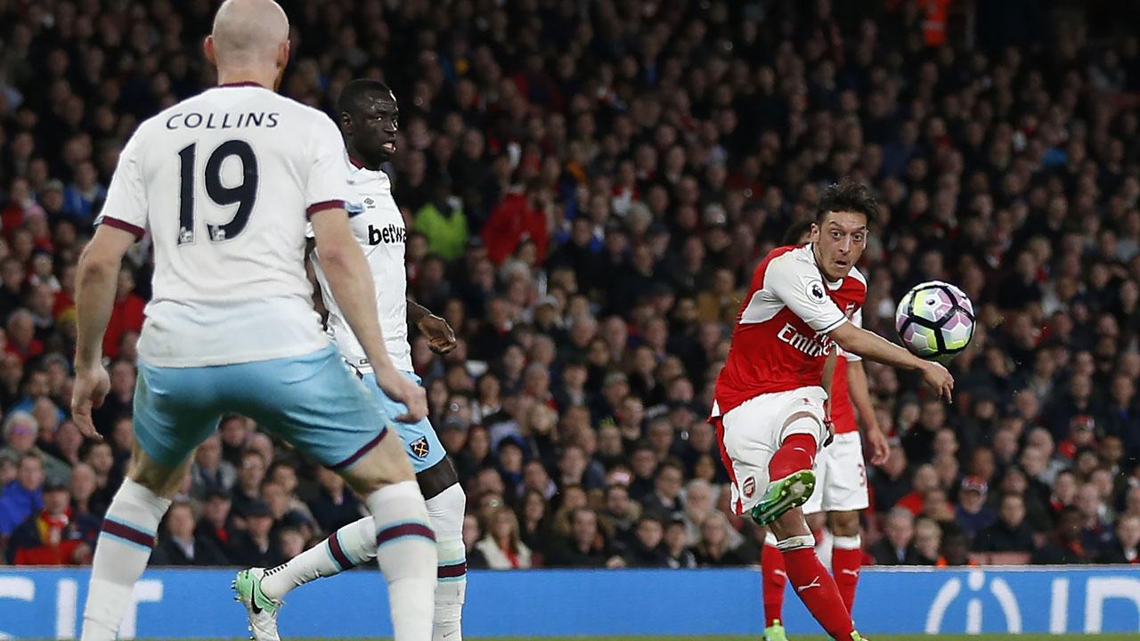 Arsene Wenger: Mesut Ozil struggled mentally after Champions League exit